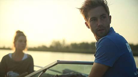 Tom Beltman bestuurt speedboot